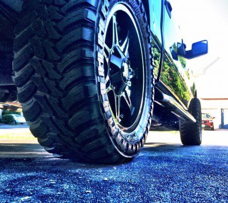Bien choisir ses pneus pour améliorer sa tenue de route